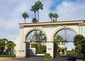 TRAVEL-checking-out-paramount-studios-525x375
